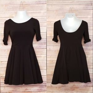EXPRESS BLACK STRETCH DRESS SZ 4 SCOOP NECK SLEEVE